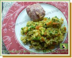 Riz mélangé à des légumes et parfumé au curry