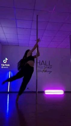 Pole Fitness Moves, Pole Dance Moves, Pole Dancing Fitness, Dance Choreography, Video Pole Dance, Ballet Dance Videos, Dance Tips, Pool Dance, Dance Dreams