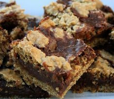 "Chocolate oatmeal ""killer bars"" pinner says: These taste like Starbucks Oat Fudge Bars. Yummy Treats, Sweet Treats, Yummy Food, Just Desserts, Dessert Recipes, Bar Recipes, Delicious Desserts, No Bake Oatmeal Bars, Oat Bars"
