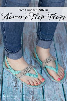 Women's Crochet Flip-Flops - These comfy Flip-Flop Slippers feature a thick felt sole and are made with stretchy, comfy T-shirt yarn! Crochet Booties Pattern, Crochet Sandals, Crochet Slippers, Crochet Patterns, Felted Slippers, Crochet Gratis, Free Crochet, Tshirt Garn, Crochet Flip Flops