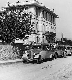 Old Photos, Vintage Photos, Greece History, Facade Design, Athens Greece, Bauhaus, Once Upon A Time, Arch, The Past