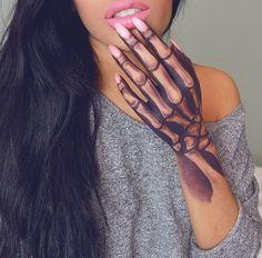 Hand Tattoo Skelett Knochen tattoos for girls Hand Tattoo Skelett Knochen Makeup Fx, Hand Makeup, Prom Makeup, Beauty Makeup, Tattoo Girls, Girl Tattoos, Tattoos For Women, Girly Hand Tattoos, Flower Tattoos