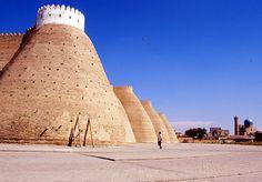 #Uzbekistan, atmosfera da Via della Seta; verso le mura di Bukhara © Fotografia di Luisella Francios