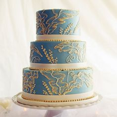 Wedgewood Inspired Wedding Cake // Photo: Darling Juliet // Cake: Party Flavors