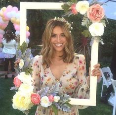 floral frame diy project for a photo booth // http://www.deerpearlflowers.com/vintage-frames-wedding-decor-ideas/