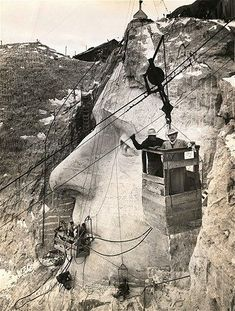 Image: American sculptor Gutzon Borglum, who led the Mount Rushmore National Memorial project, and his son, Lincoln, inspect the Jefferson head from an aerial tram on Nov. Mont Rushmore, Thomas Jefferson, Old Pictures, Old Photos, World Icon, South Dakota, Landscape Photography Tips, Buffalo Bills, Historical Pictures