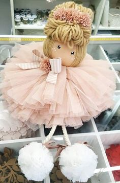 🌺🌸 Doll Crafts, Cute Crafts, Diy Doll, Bead Crafts, Diy And Crafts, Crochet Flower Patterns, Doll Patterns, Pinterest Christmas Crafts, Christmas Fabric Crafts
