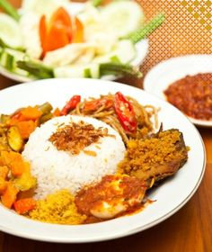 Das Nationalgericht in Indonesien ist Nasi Campur is the National dish in lndonesia (?)