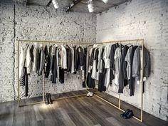 Оформление бутика Blond Boutique в Карпи, Италия