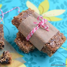 Quinoa Protein Power Bars - Cooking Quinoa Ingredients 1/2 c. quinoa (raw) 1/2 c. chia seeds 1/4 c. flax seeds 1/4 c. shredded coconut, sweetened 1 c. rolled oats / old fashioned oatmeal* 1/2 c. almonds, chopped 1/2 c. dried blueberries 2/3 c. peanut butter 2/3 c. maple syrup 1/4 tsp. salt 1 tsp. cinnamon 1 tsp. cardamom 1 tsp. vanilla extract