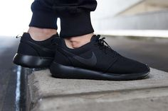 """Nike's Roshe One was already a fan favorite, but if some of the bright colorways didn't jive with your aesthetic, let us present something a bit more moody. The new """"Triple Black"""" Roshe One is Nike's … Nike Free Runners, Nike Running, Nike Jogging, Runs Nike, Nike Outlet, Nike Shoes Cheap, Nike Free Shoes, Cheap Nike, Nike Air Max"""