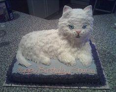 Gato del gatito en la torta central
