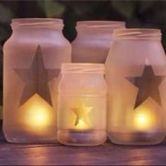 DIY Craft - Frosted glass look. Just create your own shape with contact paper.spray with frosted glass spray paint.then peel of your contact paper shape.and voila! Bottles And Jars, Glass Jars, Etched Glass, Candle Jars, Juice Bottles, Glass Candle, Glass Etching, Clear Glass, Diy Décoration