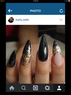 Why are stiletto nails so amazing? We have found the very Best Stiletto Nails for 2018 which you will find below. Having stiletto nails really makes you come off as creative and confident. Fancy Nails, Trendy Nails, Gold Stiletto Nails, Black Nails With Gold, Matte Nails, Pointy Black Nails, Pointy Acrylic Nails, Stiletto Nail Designs, Matte Black