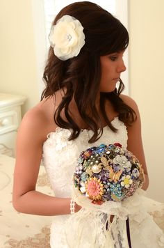 Very unique brooch bouquet, what a great idea to gather them from family members. Photo by Sunshine Wedding Company
