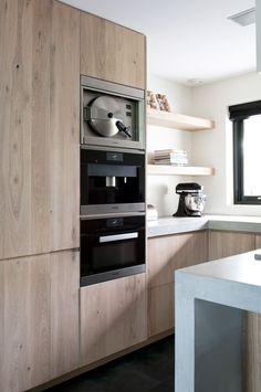 Sijmen interieur Kitchen Room Design, Kitchen Cabinet Design, Modern Kitchen Design, Interior Design Kitchen, Kitchen Decor, Modern Kitchen Cabinets, Oak Cabinets, Small U Shaped Kitchens, Micro Kitchen