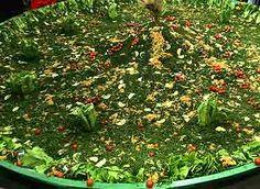 Receta de chimichurri, la probé hoy en la tarde con un delicioso choripan! La salsa estuvo lista en 20 min. ( piqué todo a mano) salió bastante, juré que iba a quedar para más días, pero quedó tan rica que se acabó!!! Sólo cambie el vinagre por vinagre de arroz, y en vez de cucharaditas completas de orégano y comino solo use 1/2 cucharadita...