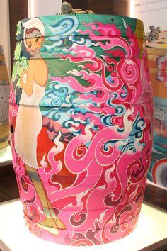 Barrica pintada por Cari Roig