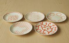 磁器の染付け5寸皿(赤) HIGASHIYA Online shop