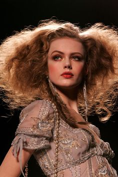 love the gorgeousness of the chaos in this Crazy Hair, Big Hair, Your Hair, Photoshoot Inspiration, Hair Inspiration, Zombie Hair, Frida Gustavsson, Hair Reference, Role Models