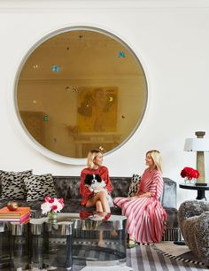 Decorating Legend François Catroux Breathes New Life Into Crown Princess Marie-Chantal's Manhattan Town Home Manhattan, Showroom Design, Interior Design, Interior Ideas, De Gournay Wallpaper, Marie Chantal Of Greece, New York Townhouse, Lucite Coffee Tables, Leather Wall