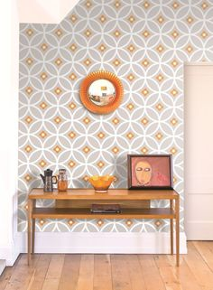 Daisy Chain Large by Layla Faye - Orange Surprise - Wallpaper : Wallpaper Direct - Gorgeous retro, geometric wallpaper design by Layla Faya in the lovely orange and grey colourway. Dining Room Wallpaper, Wallpaper Decor, Retro Wallpaper, Wallpaper Ideas, Wallpaper Borders, Trendy Wallpaper, Kitchen Wallpaper Accent Wall, Office Wallpaper, Floral Wallpapers