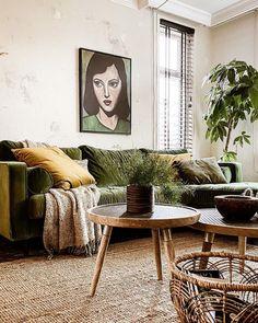 Eclectic Living Room, Living Room Green, Boho Living Room, Living Room Carpet, Living Room Interior, Rugs In Living Room, Green Velvet Sofa, Best Decor, Decoration Table