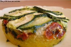 Polenta with pesto, sundried tomatoes and zucchini to be veganized Pesto, Vegetable Recipes, Vegetarian Recipes, Healthy Recipes, Honey Recipes, Mug Cakes, Love Food, Easy Meals, Food And Drink