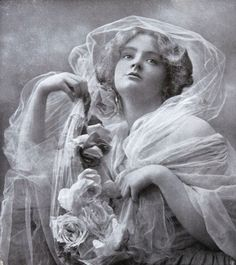 Die Kunst in der Photographie : 1907 Photographer: S. Elvin Neame Title: June's Gift