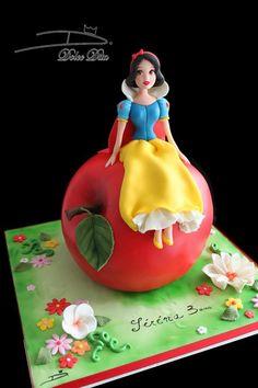 """Gâteau Disney """"La Belle au bois dormant""""  Réalisé par Dolce Dita Crazy Cakes, Fancy Cakes, Cute Cakes, Bolo Artificial, Snow White Cake, Prince Cake, Snow White Birthday, Character Cakes, Disney Cakes"""