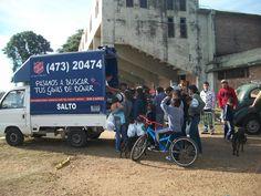 Die Heilsarmee in Uruguay verteilt mithilfe dieses Kleintransporters Hilfsgüter wie Kleidung, Schuhe und Matrazen an die von Hochwasser betroffene Bevölkerung der Stadt Salto. (Juli 2014)