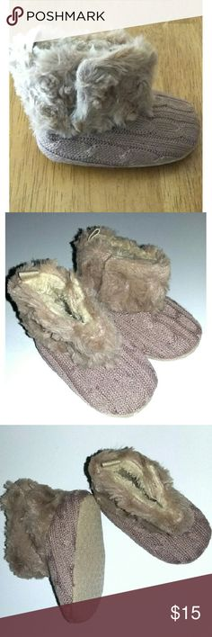 🎁PERFECT GIFT🎁Tan Knit baby booties Knit design on outside of booties fleece in the inside. Velcro opening on sides. Non slip soles. Sure to keep your little ones toes warm. New in bag. Size 0 to 6 months (11cm) Shoes Baby & Walker