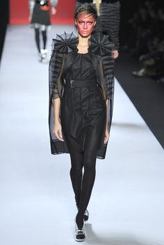 Viktor & Rolf Fall 2011 Ready-to-Wear Collection Slideshow on Style.com