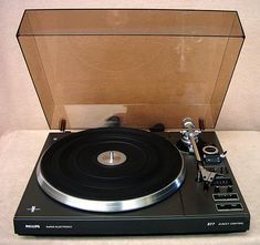 Philips 877 - this was my first turntable Hifi Music System, Technics Turntables, Vinyl Junkies, Audio Music, Vinyl Cover, Nostalgia, Passion, Technology, Studio