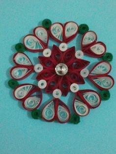 Déco de sapin Fabiola MD Quilling Videos, Neli Quilling, Paper Quilling Designs, Quilling Paper Craft, Quilling Patterns, Quilling Cards, Paper Crafts, Xmas Crafts, Diy And Crafts