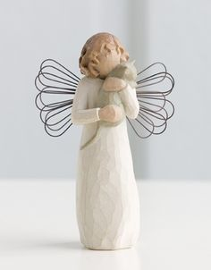This Willow Tree Angel's Embrace figurine includes a title card, which reads Hold close that which we hold dear. The Willow Tree Angel's Embrace makes a perfect gift for anyone. Each Willow Tree angel is hand crafted by Susan Lordi. Willow Tree Statues, Willow Tree Nativity, Willow Tree Engel, Willow Tree Figuren, Diy Xmas, Angel Sculpture, Holding Baby, Sauce, Hand Painted