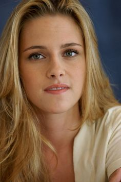 Kristen Stewart at the 'Into the Wild' press conference at the Four Seasons Hotel in Beverly Hills, California on September Gorgeous Teen, Beautiful Girl Image, Cute Beauty, Beauty Full Girl, Kristen Stewart Pictures, Kirsten Stewart, Nikki Reed, Celebrity Faces, Teresa Palmer