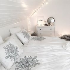 Beach House Snowflake jersey bedding at @mykindoflike