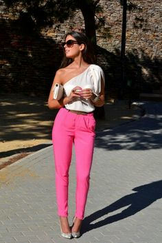 Love these pink jeans! With a black or white top they'll really pop and are awesome to brighten up those dark and dull winter days!