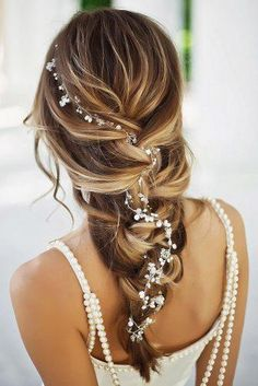 Wedding Hairstyles Best Ideas For 2020 Brides We have collected wedding ideas based on the wedding fashion week. Look through our gallery of wedding hairstyles 2020 to be in trend! Wedding Hair And Makeup, Wedding Hairstyles For Long Hair, Bride Hairstyles, Hair Makeup, Bridesmaids Hairstyles, Dreadlock Hairstyles, Black Hairstyles, Bridal Braids, Bridal Hair