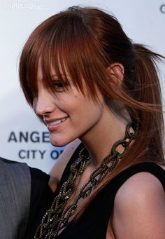 Latest hairstyles of Ashlee Simpson. Check her latest hair trends and haircuts. Many pictures of celebrity hairstyles and Ashlee Simpson hair. Reddish Brown Hair Color, Brown Blonde Hair, Hair Color For Black Hair, Brown Hair Colors, Ashlee Simpson, Prom Hairstyles For Long Hair, Hairstyles With Bangs, Hairstyle Ideas, Bridal Hairstyles