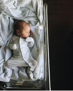 Motherhood baby boy baby, future baby, everything baby. Newborn Pictures, Baby Pictures, Newborn Baby Photos, Baby Outfits, Baby Dresses, Little Babies, Cute Babies, Foto Baby, Baby Family