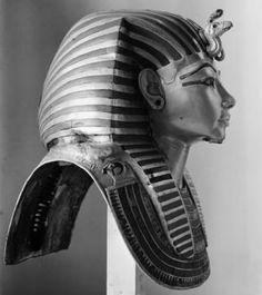 Discovering King Tutankhamun's tomb: Harry Burton's photographs - BBC News