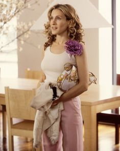 """@vogueitalia shared a photo on Instagram: """"While waiting for the release of @JustLikeThatmax, revisit our favorite #SexAndTheCity looks at the link in bio. A ten episodes revival of…"""" • Jan 12, 2021 at 8:37pm UTC Carrie Bradshaw Outfits, Carrie Bradshaw Estilo, 90s Fashion, Love Fashion, Spring Fashion, Fashion Outfits, City Fashion, Newspaper Dress, City Outfits"""