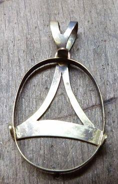 Pendant - pendente - Colgante de virgen con cerco en oro