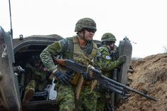 Military Photos, Military Art, Military Uniforms, Canadian Soldiers, Canadian Army, Force Pictures, Royal Canadian Navy, Modern Warfare, Special Forces