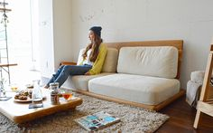 プレートソファ|オーク無垢材のまるみローソファ|ローソファ通販 HAREM Nordic Furniture, Japanese Furniture, Sofa Chair, Sofa Set, Muji Home, Sofa Design, Interior Design, Color Unit, Sofa Colors