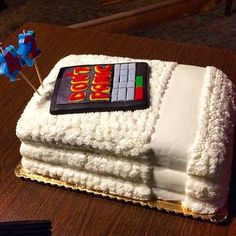 Hitchhiker, grab your towel (cake) and don't panic! The perfect cake for a 42nd birthday: http://j.mp/1wBVLgq