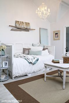 DIY::Daybed from Old Doors ! Plus Great Easy Linen Tutorials ! Layered Linens are timeless, and add so much beauty to a room ! Home Office, Home Decor Inspiration, Decor, Bedroom Decor, Home, Diy Daybed, Room Update, Home Decor, Room