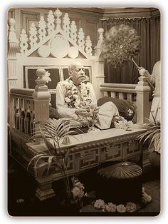 Srila Prabhupada at Bhaktivedanta Manor UK. Krishna Book, Hare Krishna, Srila Prabhupada, Divine Grace, Spiritual Teachers, Spirituality, Painting, Pictures, Paint